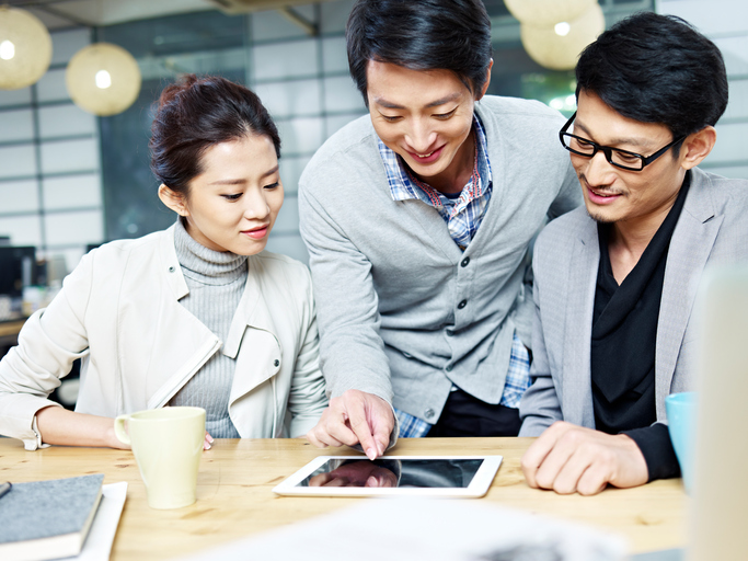 young-asian-business-team-working-in-office